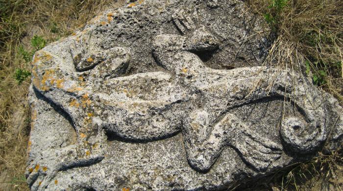 Фото барельефа Саламандра в усадьбе Большой Кастель (Тарханкут, Крым)