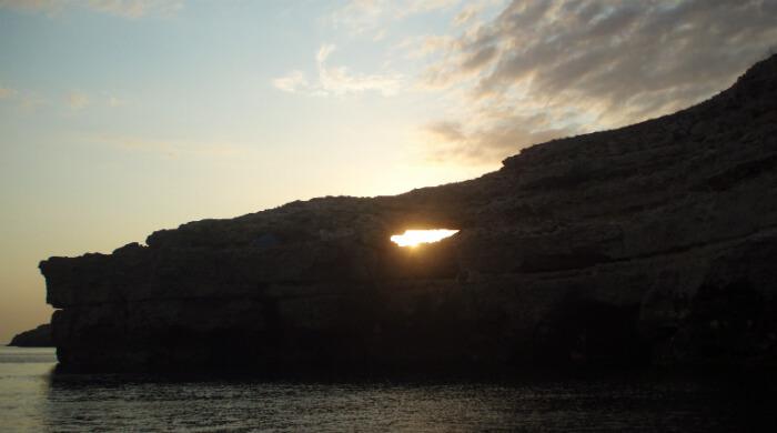 Тарханкут (Крым). Скала Крокодил на закате солнца