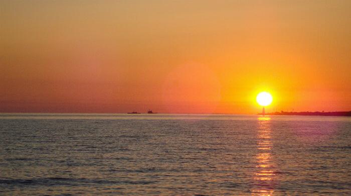 Фото захода солнца на тарханкутском маяке